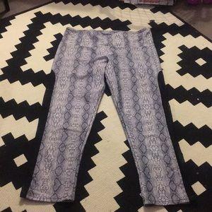 Onzie snake print w/ side mesh leggings (size s/m)